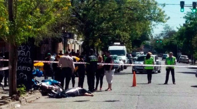 Una mujer murió al chocar cuando perseguía a dos motochorros que le habían robado