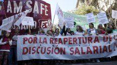 Marcha. Maestros y estatales recorrerán desde la plaza 25 de Mayo hasta la plaza San Martín. Piden reabrir paritarias.