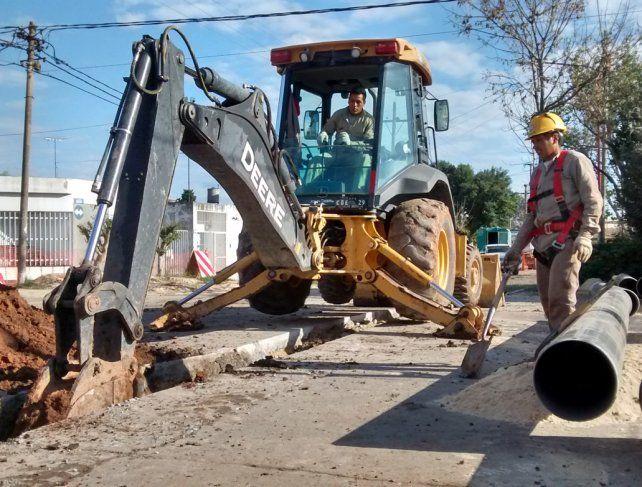 Saneamiento. Las obras del Acueducto llevan agua potable a miles de vecinos de Rosario y la región.