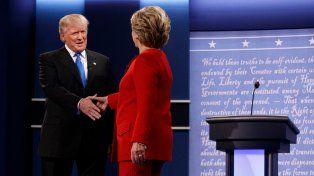 Es bueno estar aquí con usted, lo saludó Clinton. Quiero que esté contenta, le respondió Trump.