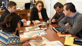 Fein y parte de sus colaboradores en la reunión que se realizó en la Municipalidad.
