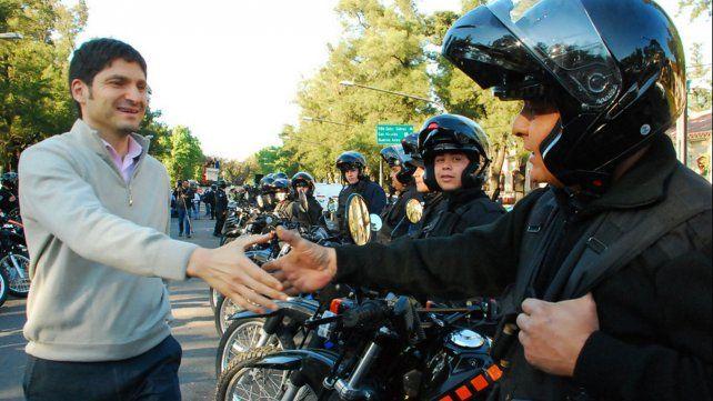 El ministro participó en el entrega de cincuenta motocicletas a la policía Santafesina.