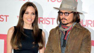Angelina idolatraba a Johnny desde mucho antes de que trabajaran juntos y se cayeron muy bien durante el rodaje, explicaron allegados de la actriz.