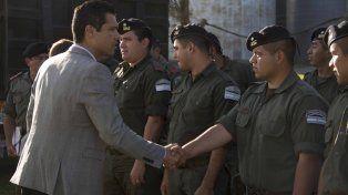 El intendente de Funes les dio la bienvenida a los primeros gendarmes que llegaron a la ciudad.