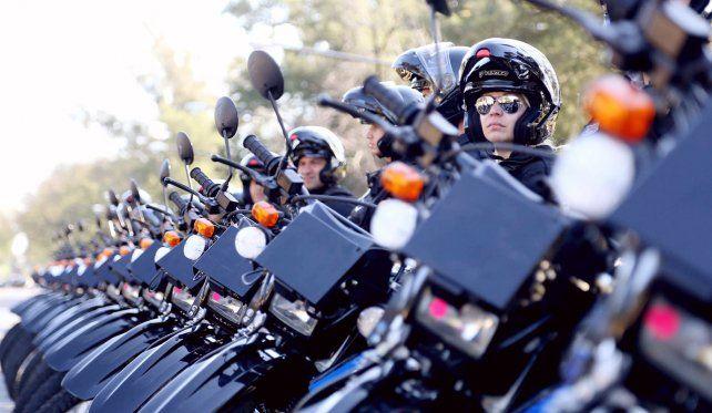 Nuevas motos. La provincia entregó ayer en Rosario 50 rodados marca Honda Tornado para la Unidad Motorizada