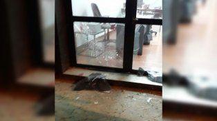 El ataque solamente dejó daños materiales.