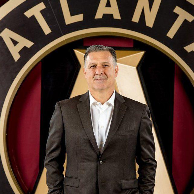 El Tata suelto en EEUU. Martino dirigirá un equipo con los colores de Newells. Abajo