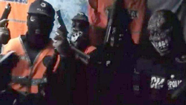 Una banda de delincuentes que robó un banco difunde un video en el que acusa a policías corruptos