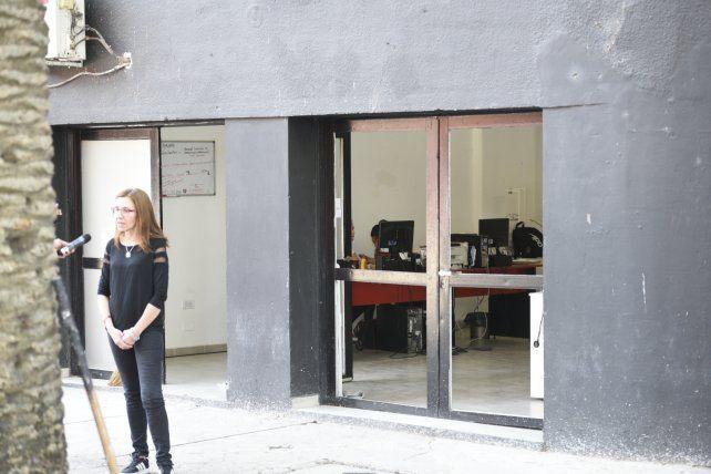Parte de las oficinas del club rojinegro que sufrieron los efectos del atentado con una granada.