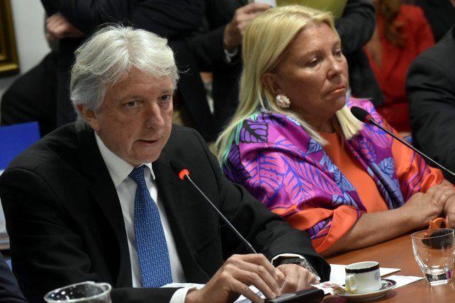 El vicecanciller Carlos Foradori y Elisa Carrió durante la reunión de la comisión de Relaciones Exteriores.