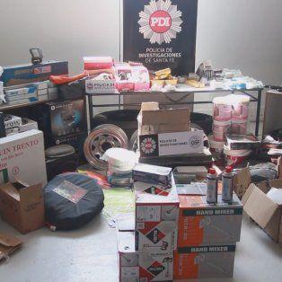Parte de los objetos recuperados en los allanamientos de hoy.