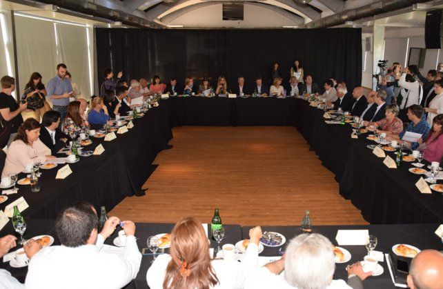 Mesa común. Los concejales de la región solicitaron que el plan de seguridad para Rosario abarque a toda la zona.
