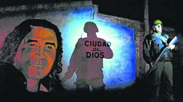 Un mural con la imagen de Claudio Pájaro Cantero en barrio Las Flores.