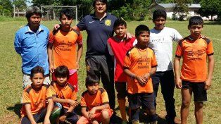 Equipo de chicos de aldeas de Misiones.