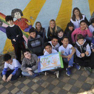 Claudio y sus compañeros de 5º grado. También la directora Lili y las maestras Fabiana y Noelia.