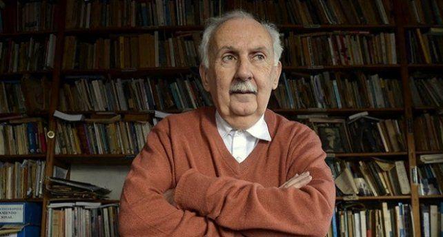 El ensayista Norberto Galasso advierte que sigue vigente en las escuelas la vieja historia mitrista.
