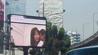 Video porno en una pantalla publicitaria altera a Yakarta