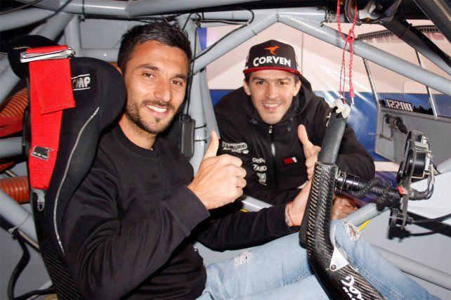 Nacho Scocco se sacó los botines para subirse a un auto de Turismo Carretera