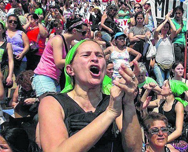 pañuelos verdes. Unas 60 mil mujeres dijeron presente en la 30ª edición del encuentro nacional el año pasado.