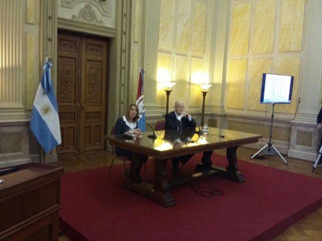 La procuradora Gils Carbó y el fiscal general Julio de Olazábal.