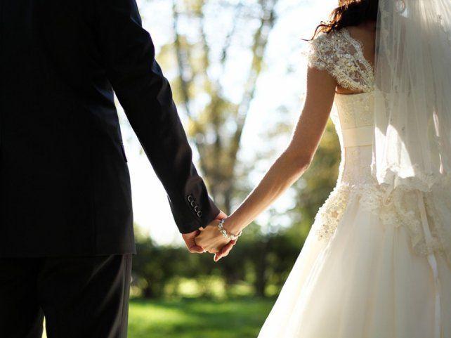 Un multimillonario se casó con una stripper y después se dio cuenta de que era su nieta