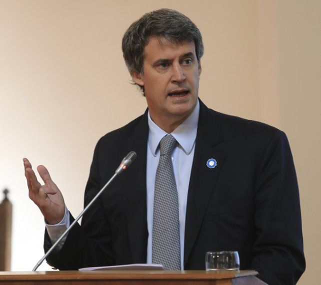 Deuda. Prat Gay defendió la política de endeudamiento del gobierno.