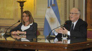 La procuradora Gils Carbó junto a Julio de Olazábal.