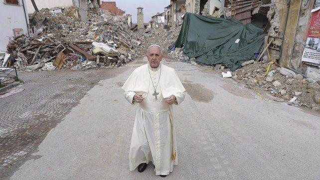 El papa visitó la zona roja.