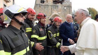 Impactantes fotos de la visita del Papa a Amatrice, el pueblo italiano devastado por un terremoto