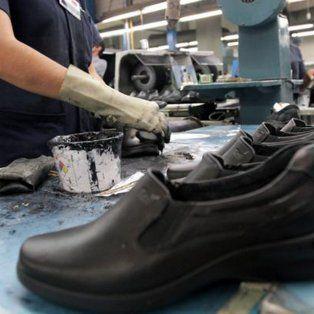 En caída. La importación subió 36%, las ventas minoristas mermaron 20%, más el tarifazo, golpearon la industria del calzado.