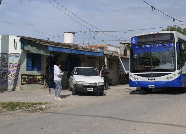Esquina. El joven fue herido en Hortensia al 2000