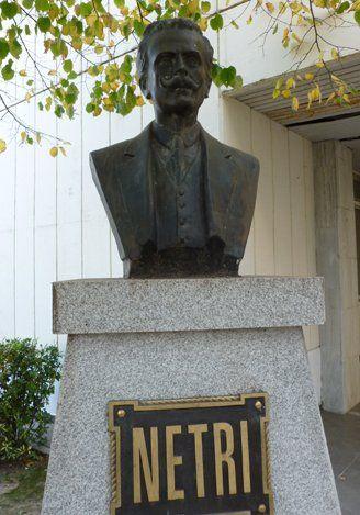 El busto en El Salvador.