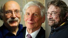 Galardonados. Duncan Haldane (izq.), David Thouless y Michael Kosterlitz.