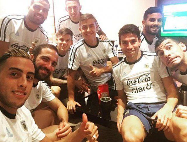 Relajados. Los jugadores lucen distendidos durante la concentración en Lima.