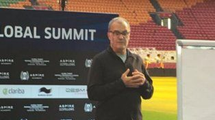 El Loco Bielsa dio cátedra en un congreso sobre fútbol en Amsterdam.
