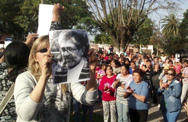 dolor. Los fieles de la Parroquia Nuestra Señora del Valle marcharon ayer espontáneamente por La Florida.