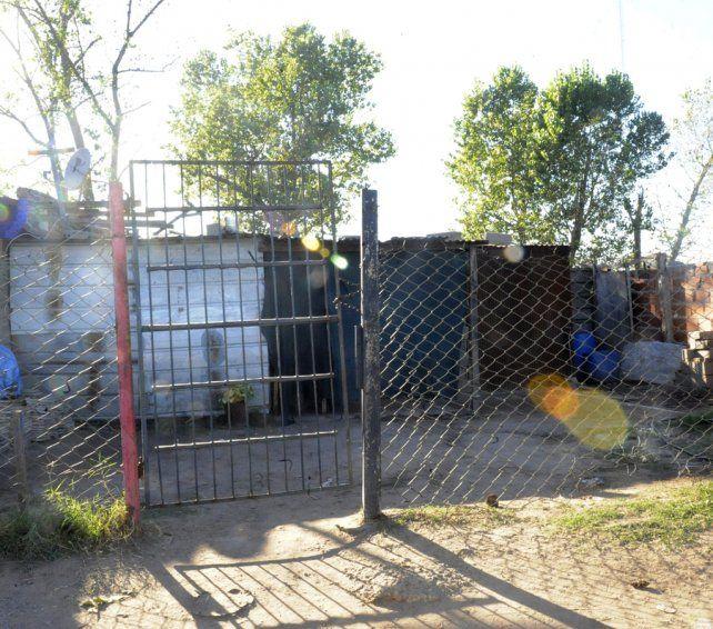 pobreza. El episodio se desarrolló en esta humilde vivienda de zona sur que construía el padrastro de Ian Almada.