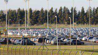 parate. La producción baja pero suben las ventas porque se comercializan en el país autos importados.