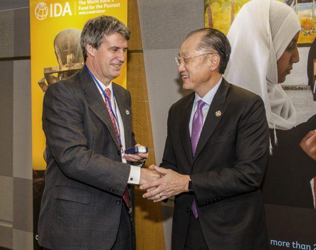 Saludos. Prat Gay se encontró ayer con el presidente del Banco Mundial.