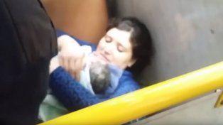 Una captura de uno de los videos que registraron el nacimiento del bebé.