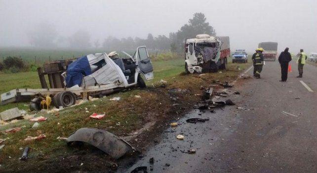 En el accidente de Las Bandurrias fallecieron los conductores de un camión y un vehículo utilitario que chocaron de frente.