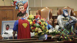 La condición para asistir al funeral de Jacob fue vestirse como un superhéroe.