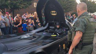Los superhéroes aparecieron en un funeral para despedir a un nene que murió en un tiroteo