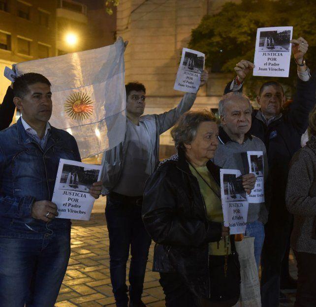 Fieles de todos los credos se congregaron ayer en Rosario para exigir justicia por la muerte del sacerdote tucumano.