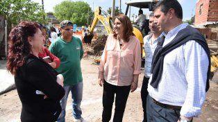 por las obras. La intendenta Mónica Fein recorrió el barrio y dialogó con los vecinos.