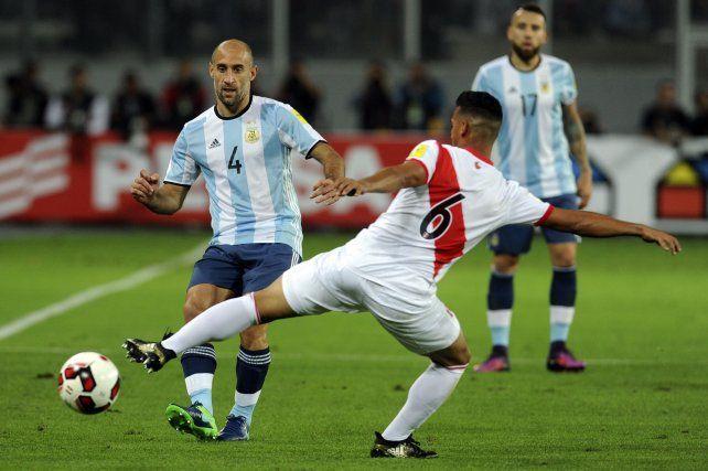 Zabaleta sale jugando. La selección arrancóo con el pie derecho.