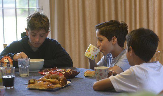 Revelan que el 61 por ciento de los chicos rosarinos desayuna mal
