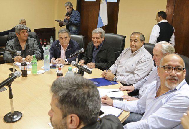 en duda. Los dirigentes de la CGT se reunieron ayer para definir estrategias aunque esperan un guiño oficial.
