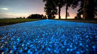 Crearon una senda ciclovía que se ilumina por la noche y se carga con los rayos del sol