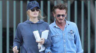Sean Penn a los besos con Leila George, la hija de 24 años de Vincent DOnofrio
